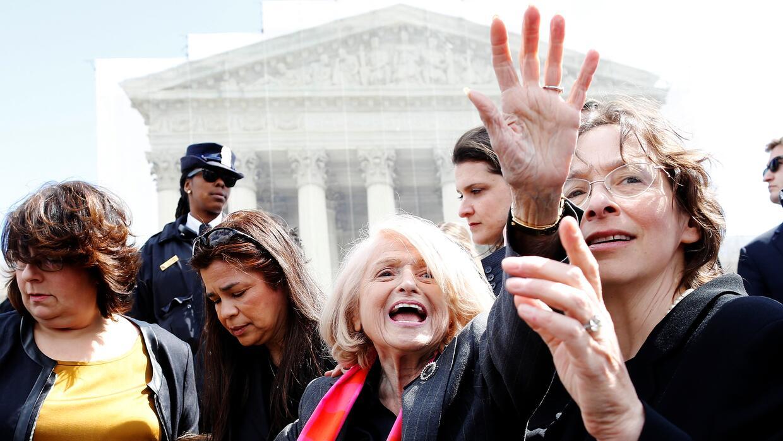 Edith Windsor a la salida de la Corte Suprema después de presentar sus a...