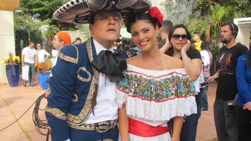 ¡Y ajúa! Raúl y Chiquis se veían muy bien en estos trajes.