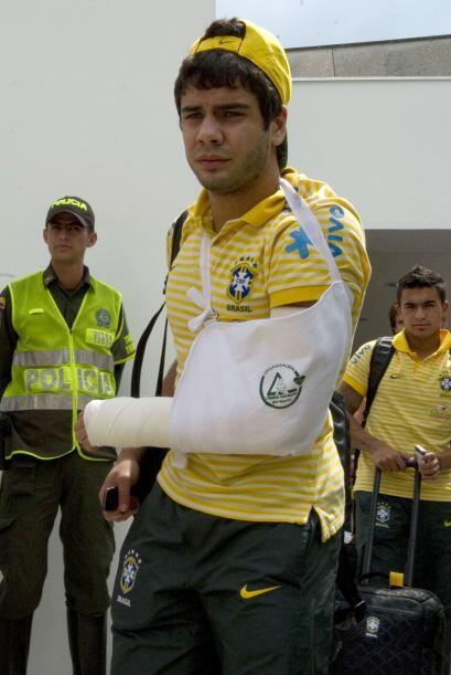 Adiós Mundial Sub 20 para Henrique Almeida de Brasil. Con el brazo así h...
