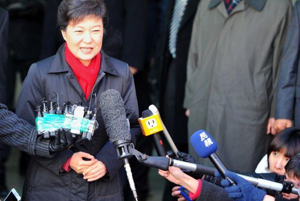 Park Geun-hye, de 60 años, aspira a ser la primera mujer jefa de Estado...