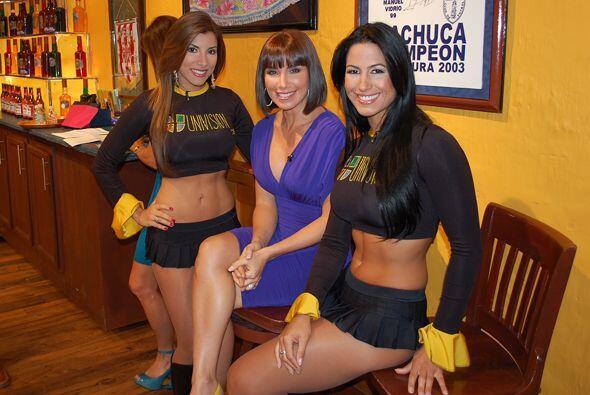 Aquí las tienes con Laura, la esposa de Jorge Posada, el cátcher de los...