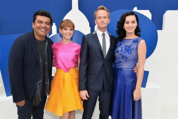 Con George Lopez y Katy Perry en el estreno. Mira aquí los videos más ch...