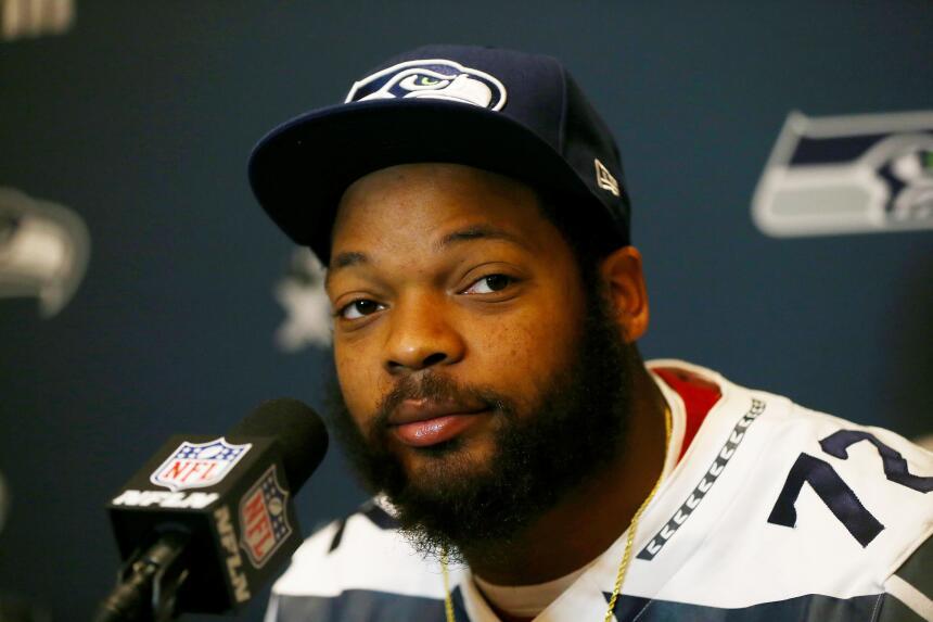 Michael Bennett, el jugador de NFL que denunció abuso policial por racis...