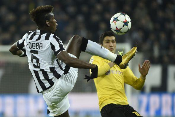 El partido comenzó con gran ritmo y dinámica de los dos equipos, ambos b...