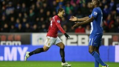 Javier 'Chicharito' Hernández celebra su primer gol ante el Wigan.