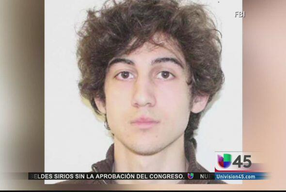Mientras tanto Dzhokar Tsarnaev, el joven de 19 años que bombardeó el ma...