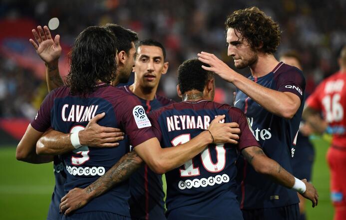 El PSG goleó al Saint-Etienne con un implacable Cavani GettyImages-83901...