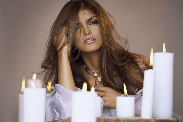 ¿No consideran que esta mujer es muy sensual? Ana Bárbara sabe perfectam...