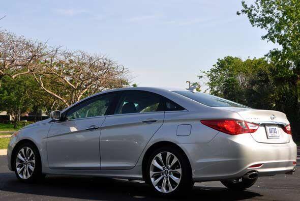 El Hyundai Sonata 2011 es fabricado por la firma coreana en su planta de...