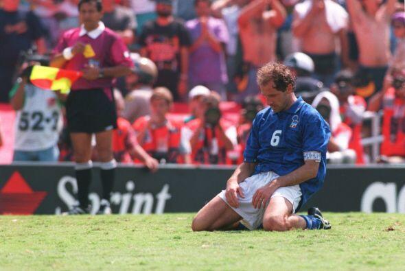 El aguerrido y capitán italiano Franco Baresi se quedó de...