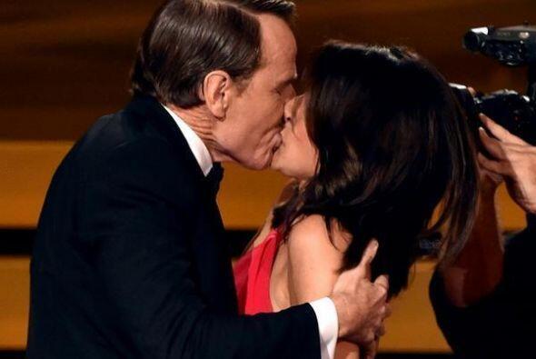 La estrella de 'Breaking Bad 'sorprendió a la comediante cuando la premi...