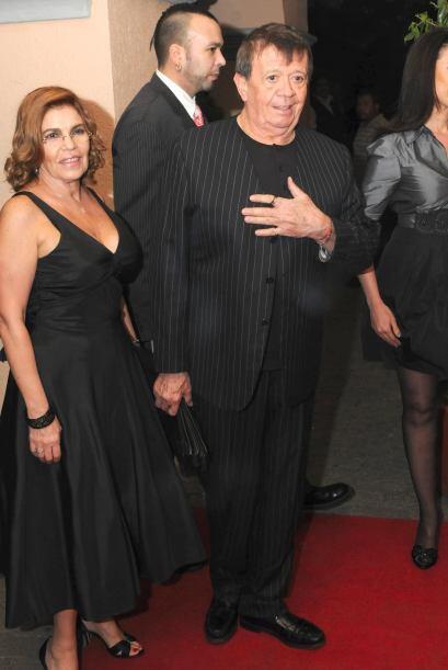 El famoso asistió al homenaje de la productora Carla Estrada con su espo...