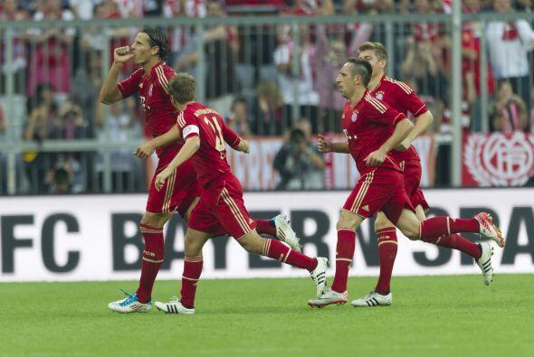 Van Buyten convirtió un gran tanto y el Bayern no permitió gol, al ganar...