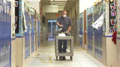 El distrito escolar Sunnyvale en el norte de Texas suspendió las...