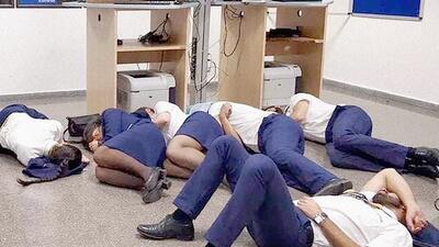 Seis tripulantes de la aerolínea de bajo costo Ryanair fueron despedidos tras publicar esta foto
