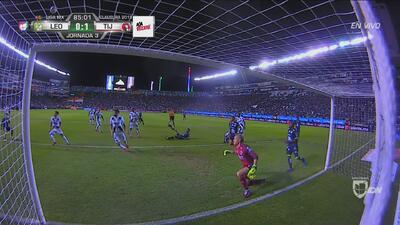 ¿Cómo no fue gol? León insistió, pero el poste le negó dos veces el gol