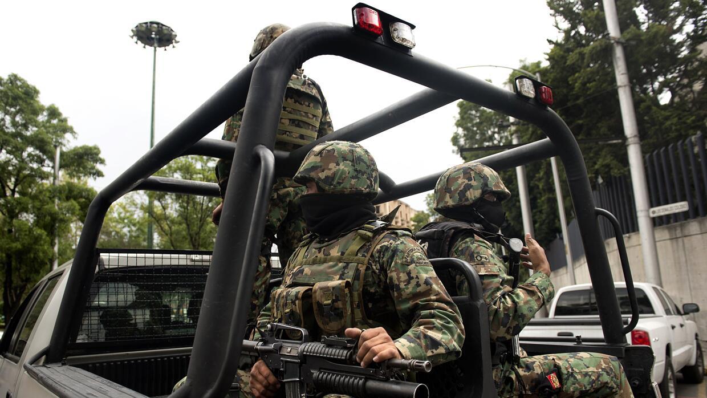 Oficiales navales mexicanos durante operativo antidrogas