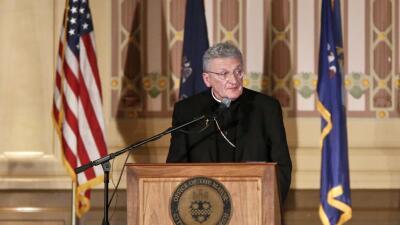 """Obispo acusado de encubrir abusos a menores dentro de la iglesia dice que """"entiende la rabia"""" de las víctimas"""