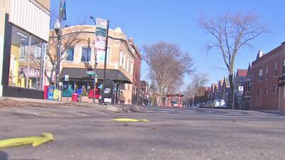 Habitantes y comerciantes de un vecindario en Chicago piden más presencia policial tras un crimen y un asalto