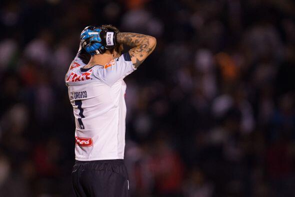 El cancerbero Jonathan Orozco nada pudo hacer ante el disparo de larga d...