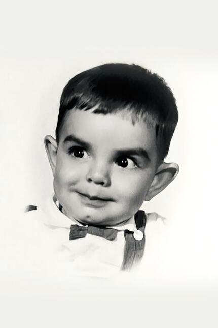 Es hijo de Sylvia Derbez, quien fue una actriz del cine de oro mexicano.