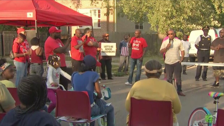 Mediante una marcha, residentes de Humboldt Park alzaron su voz contra l...