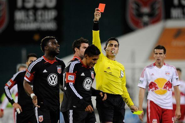 En el 71, Nájar recibió tarjeta amarilla por empujar a un rival en la de...