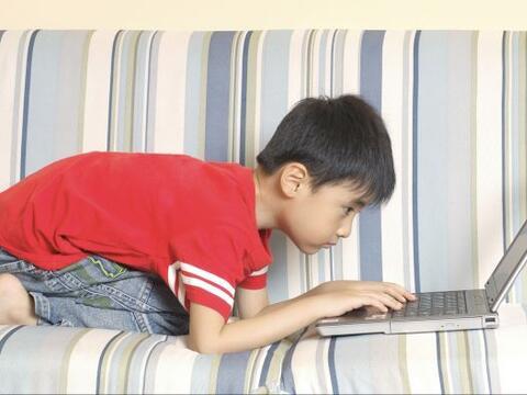 Los niños están creciendo en la era digital, donde predomi...