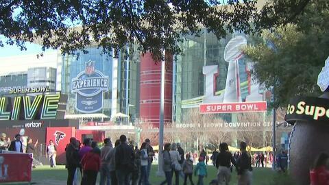 Familias enteras se unen a la fiesta del Super Bowl Live