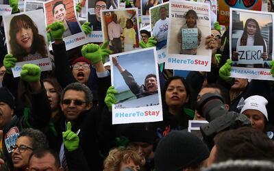Un grupo de dreamers protesta en el Capitolio para exigir la aprobaci&oa...
