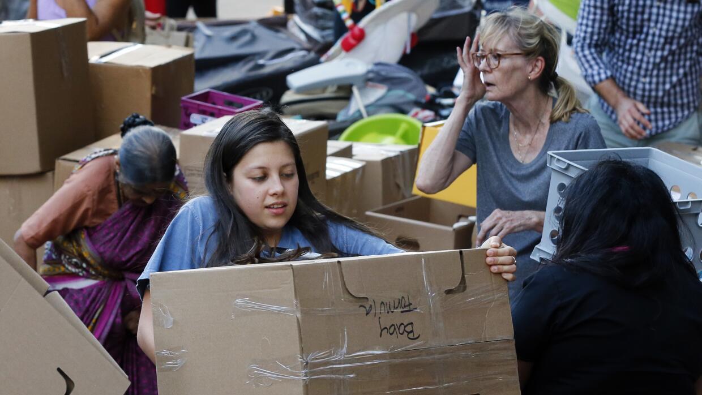 Cientos de instituciones están recolectando donaciones de comida no pere...