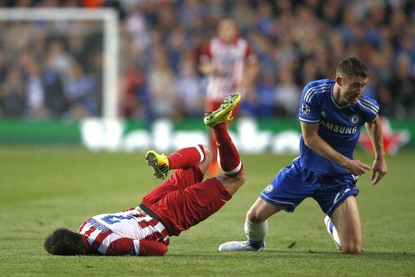 Cahill (4): El central inglés careció del brillo del choque de ida en el...