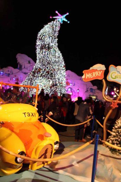 9.- El escenario de Grinchmas te espera.  La temporada de navidad en Uni...
