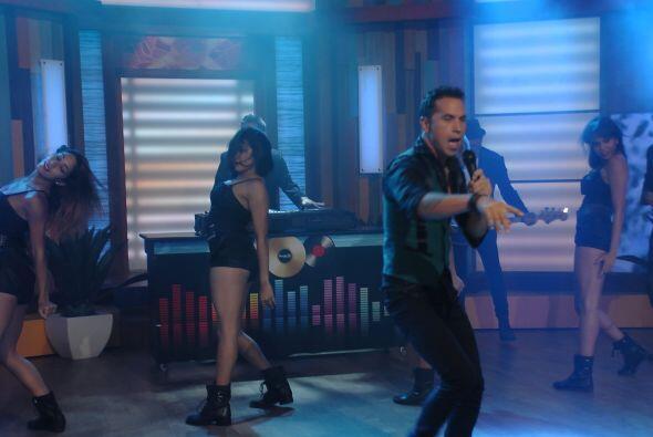El cantante y compositor puso a todos a bailar ¡Olé!