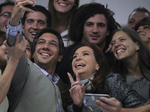 La presidenta argentina Cristina Fernández posa para una fotograf...