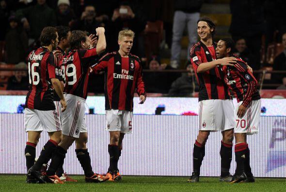 El Milan sigue puntero del 'Calcio' luego de golear al Parma 4 a 0.