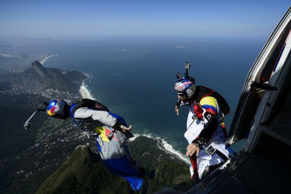 Jhonny alcanzó la mayor distancia de caída libre (17,52 Km), la distanci...