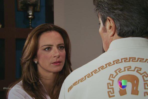 Hipólito sale hacia casa de Dionisio, Camila le pide que tenga mucho cui...