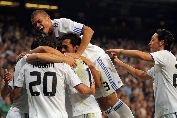 El Real Madrid destrozó al Racing Santander por 6 a 1.