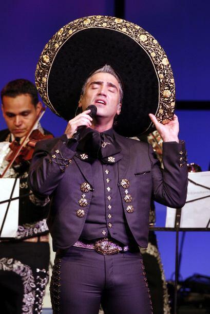 Alejandro Fernández, considerado el 'charro más sexy' siempre porta con...