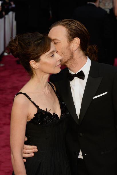 Muy cariñoso estuvo con su pareja Ewan McGregor. ¡Qué tiernos! Más video...