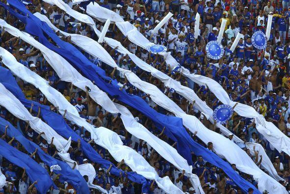 Colorida muestra de los aficionados del Cruzeiro que se coronó ca...