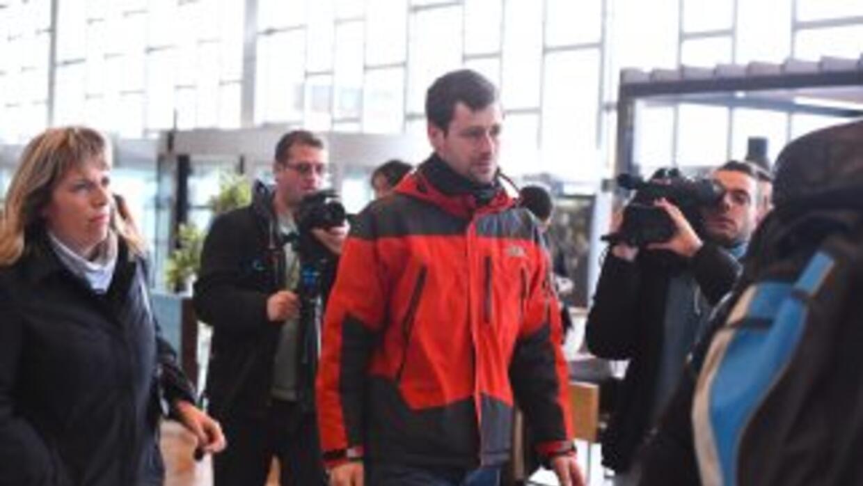 Familiares de pasajeros que del vuelo de Germanwings llegan al aeropuert...