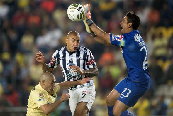 Moisés Muñoz, el portero se mostró como un líder en la cancha, coordinan...