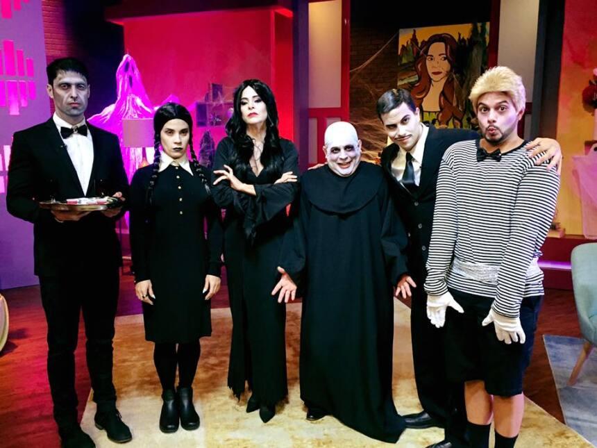 Suzette Bacó como Morticia, Glerys como Wednesday, Emmanuel como el tío...