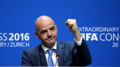 Directivo italiano asegura que Infantino ganó porque ''compró más votos''
