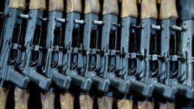 Fusiles de asalto AK-47.