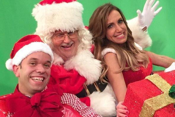 En Navidad, Raúl se transformó en Santa Claus y Lili, en su sexy ayudante.