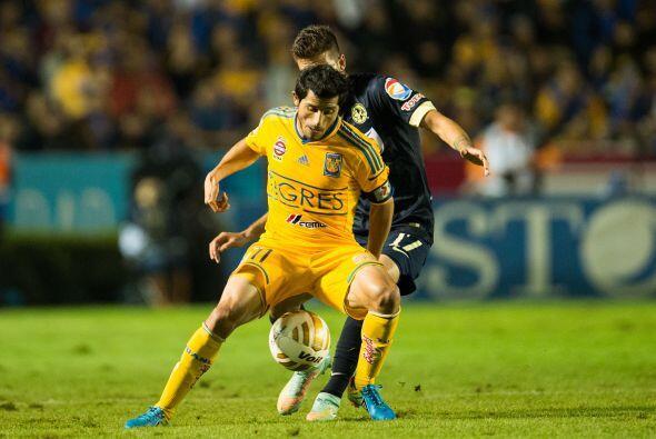 El segundo tiempo arrancó con intensidad, sobre todo del lado de Tigres...
