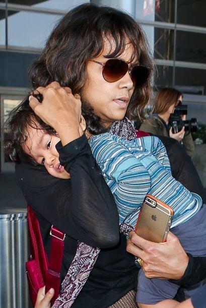 Y Maceo, de tanto que lo apretujaba su mami, no podía ni abrir los ojitos.